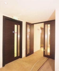 drzwi drewniane ciemne