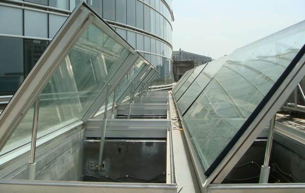 okna oddymiajace w dachu