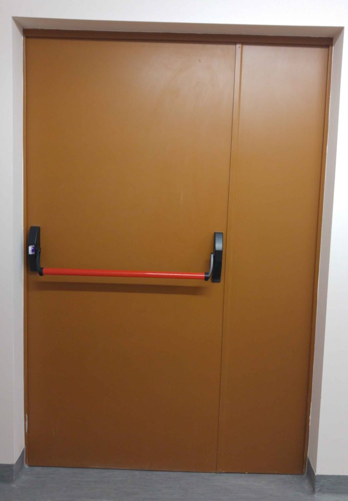 Stalowe drzwi przeciwpożarowe, czy drzwi z innego materiału?