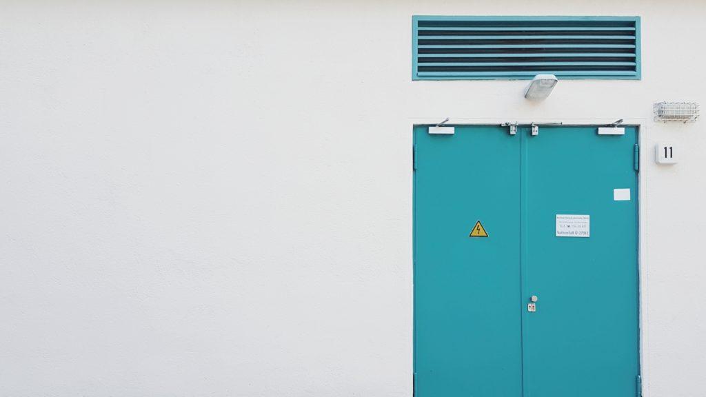 Montaż zabezpieczeń przeciwpożarowych — drzwi przeciwpożarowe, klapy dymowe